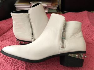 White leather ankle boot, size 9, Never worn (bought wrong size)womens' for Sale in Vista, CA