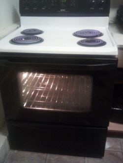 Kenmore Electric Range  for Sale in Mead, WA