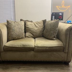 Elegant Loveseat Couch | Beige | Great Condition for Sale in Bothell, WA