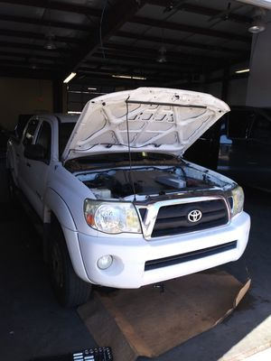 Windshield for 2006 Toyota Tacoma for Sale in Ellenwood, GA