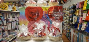 VALENTINES GIFTS AND CUSTOM BALLOONS for Sale in Conley, GA
