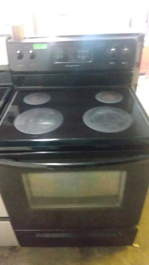 Frigidaire Black glass top electric stove for Sale in Baltimore, MD