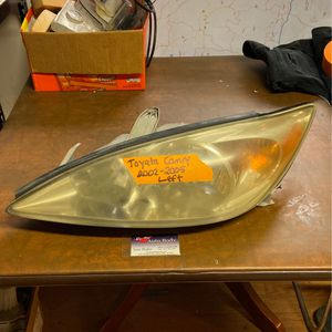 Toyota Camry Headlight Left 02-05 for Sale in Spring Valley, CA