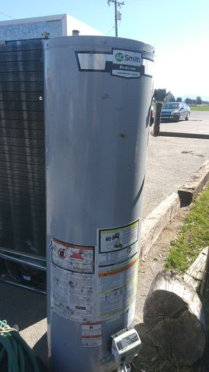 Natural gas water heater for Sale in Tracy, CA