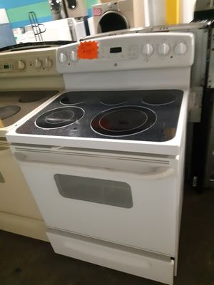 GE ELECTRIC STOVE WORKING PERFECTLY 4 MONTHS WARRANTY for Sale in Baltimore, MD