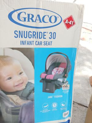 🎉New Graco snugride 30 infant car seat with base🎉 for Sale in Los Angeles, CA