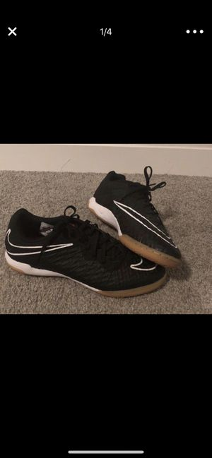 NIKE WOMENS INDOOR SOCCER SNEAKERS SIZE 7 for Sale in Tampa, FL