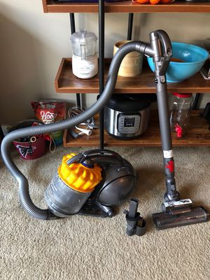 Dyson Multi Floor Vacuum for Sale in Cleveland, OH