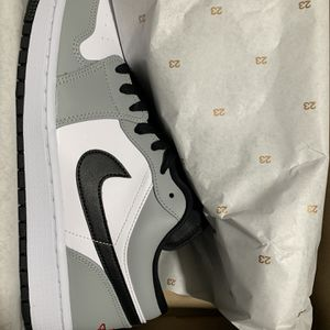 Ds Air Jordan Light Smoke Grey Low 1s Size 10 for Sale in Houston, TX