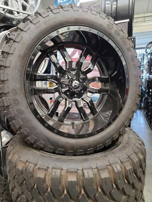 "24"" FUEL OFFROAD WHEEL AND TIRES PACKAGE WITH 37"" TIRES for Sale in Los Angeles, CA"
