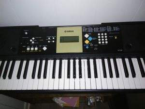 Yamaha black and white keyboard 61 keys for Sale in Findlay, OH