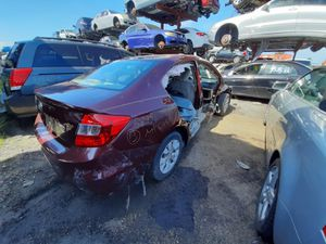 Honda Civic 2013 only parts engine and transmission good for Sale in Opa-locka, FL