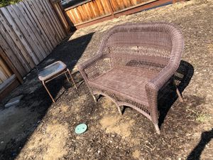 Patio chair and table for Sale in Brentwood, CA