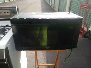 Black 1000 watt microwave made by GE clean excellent condition works great free delivery for Sale in Philadelphia, PA