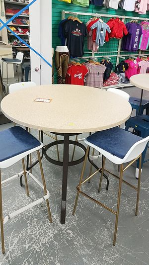 Outddor table set for Sale in Fontana, CA