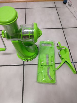 Manual juicer/Slicer combo(5 different blades) with a free Cutter and peeler for Sale in Falls Church, VA