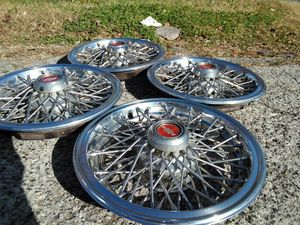 Set 14'' Chevrolet Hubcap/Wire Wheel Cover for Sale in Cleveland, TN