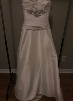 NWT Wedding Dress Gown with Sequins & Rhinestone Size 4 for Sale in Graham, NC
