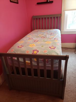 Beautiful twin bed. for Sale in Beaver, PA