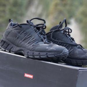 Supreme X Nike HUMARA '17 Triple Black / 3M Doze 11.5 Condition 7.5/10 for Sale in Las Vegas, NV