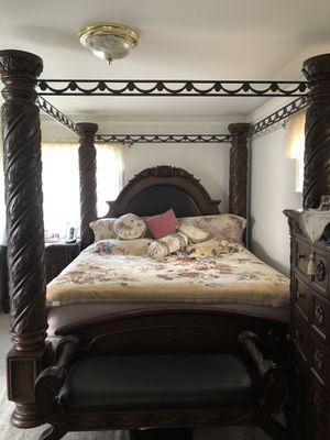 Ashley king size bedroom set for Sale in Dearborn, MI