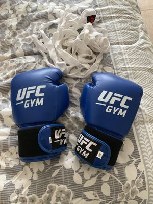 UFC boxing gloves and wraps for Sale in MCBH K BAY, HI