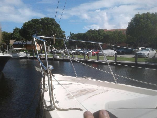 1977 Bayliner Buckner.. 30ft long .5ft draft.sleeps 4
