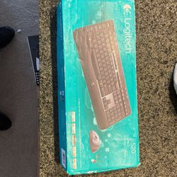 Logitech mk520 Wireless keyboard and mouse combo for Sale in Kent,  WA