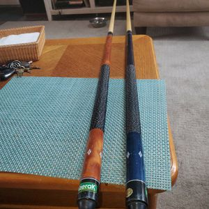 2 Mizerak Pool Cues One 19 Ounce & One 20 Ounce Excellent Condition for Sale in South Windsor, CT