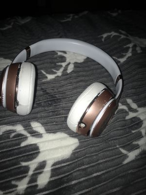 Beats solo 3 rose gold for Sale in Margate, FL
