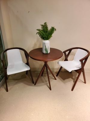 Table and 2 chair set for Sale in Las Vegas, NV