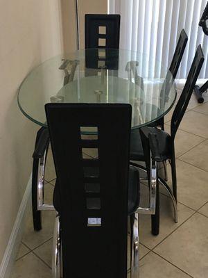 GLASS BREAKFAST TABLE for Sale in Orlando, FL