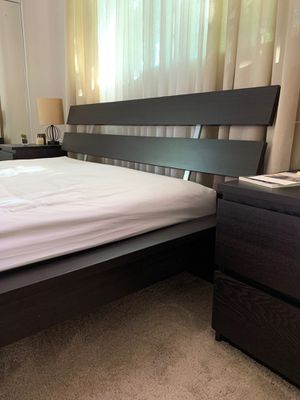 Bedroom furniture. Complete set of bed, headboard, dresser, nightstands and matress and art. Great condition for Sale in Glendale, CA