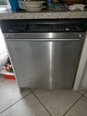 Whirlpool appliance bundle, dishwasher,double ovens,range hood, refrigerator. for Sale in Miami Beach, FL