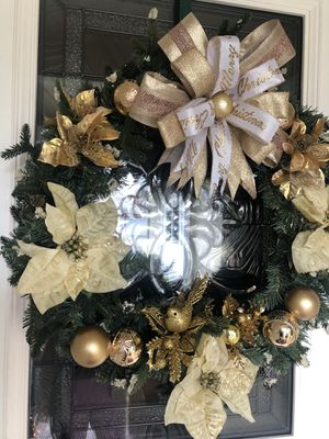 Pine Christmas Wreath with twinkle and steady lights for Sale in Stockton, CA