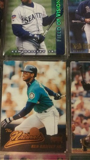 9 ken. Griffey. Baseball cards for Sale in Concord, CA