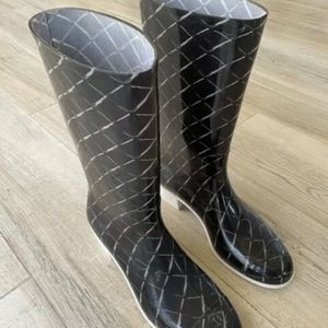 CHANEL CC Logo Quilted Black White Rubber Rain Boots Italy 42 Euro 9 US for Sale in Metuchen, NJ