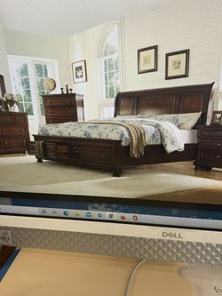 Queen Bed Room Set On sale( includes Queen Bed Frame , Dresser , Mirror And 1 Night Stand ) ON for Sale in Federal Way,  WA