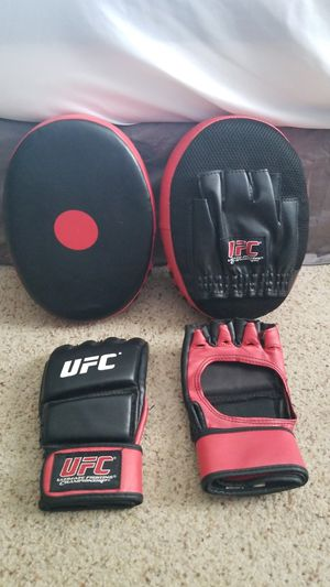 UFC gloves and pads for Sale in Elgin, IL