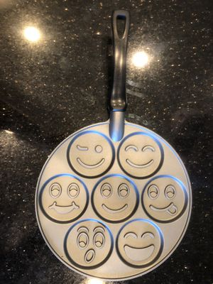 Silly Face pancake pan. for Sale in Phoenix, AZ
