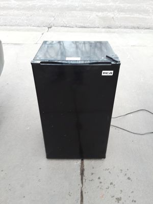 RCA 3.2 CUBIC FOOT FRIDGE & FREEZER for Sale in Thornton, CO