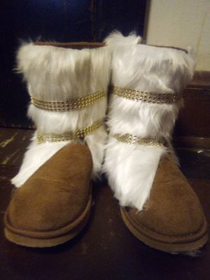 Handmade brown and white fur Diamond studded boots for Sale in Pittsburgh, PA