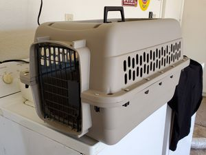 """Dog / cat carrier kennel cage 24"""" long x 16"""" x 15"""" for Sale in Glendale, AZ"""
