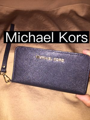 Michael Kors Black Wristlet for Sale in Pomona, CA