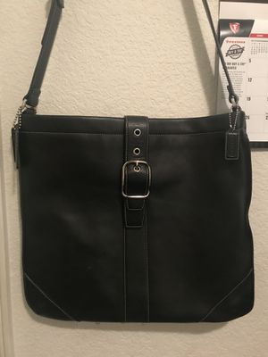 Coach Black purse or messenger bag 13 1/2 x 15 In great condition in and out $60 pick up only for Sale in Fresno, CA