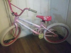 20 inch tire. Girls bike.. full air. Pedal brake for Sale in Montclair, CA