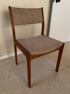 Free antique chairs set of 6 free for Sale in Los Angeles, CA