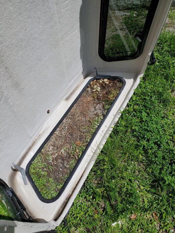 Leer tuck camper top right window is broken