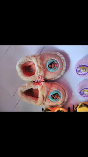 MOANA CHILDRENS SLIPPERS SMALL for Sale in Miramar, FL