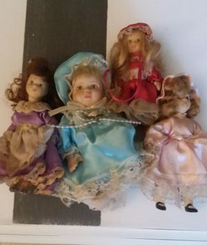 4 MINI PORCELAIN ANTIQUE KIDS for Sale in Orlando, FL